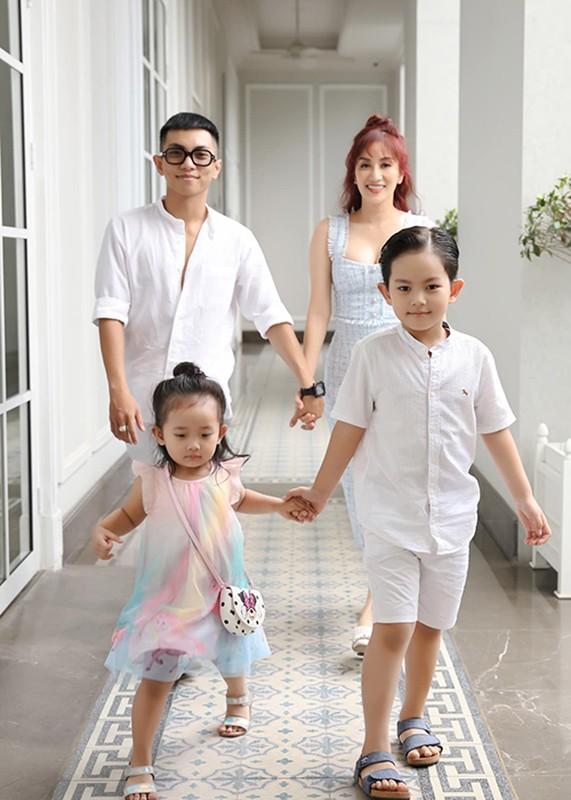 Le Quyen va loat my nhan Viet hanh phuc ben trai kem tuoi-Hinh-6