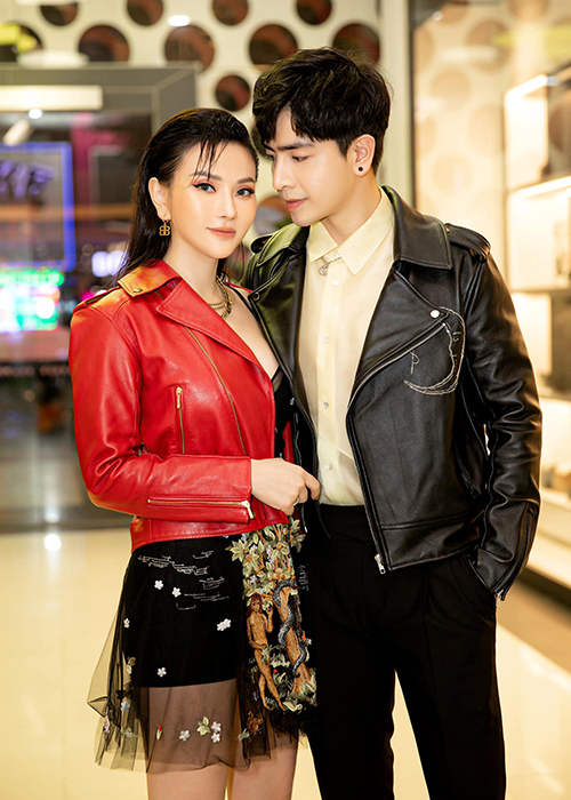 Le Quyen va loat my nhan Viet hanh phuc ben trai kem tuoi-Hinh-9