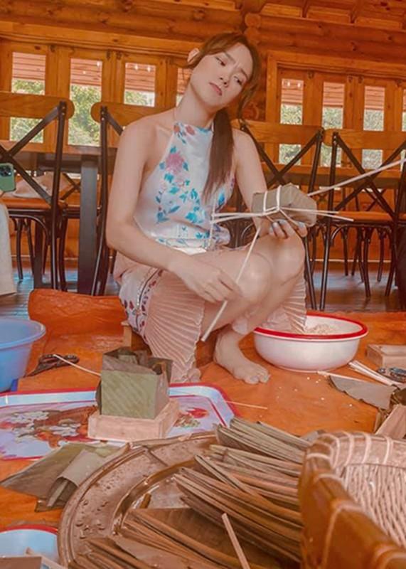 My nhan Viet goi banh chung don Tet Nguyen Dan 2021-Hinh-3