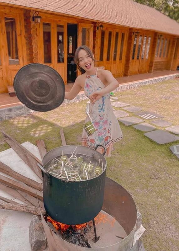 My nhan Viet goi banh chung don Tet Nguyen Dan 2021-Hinh-5