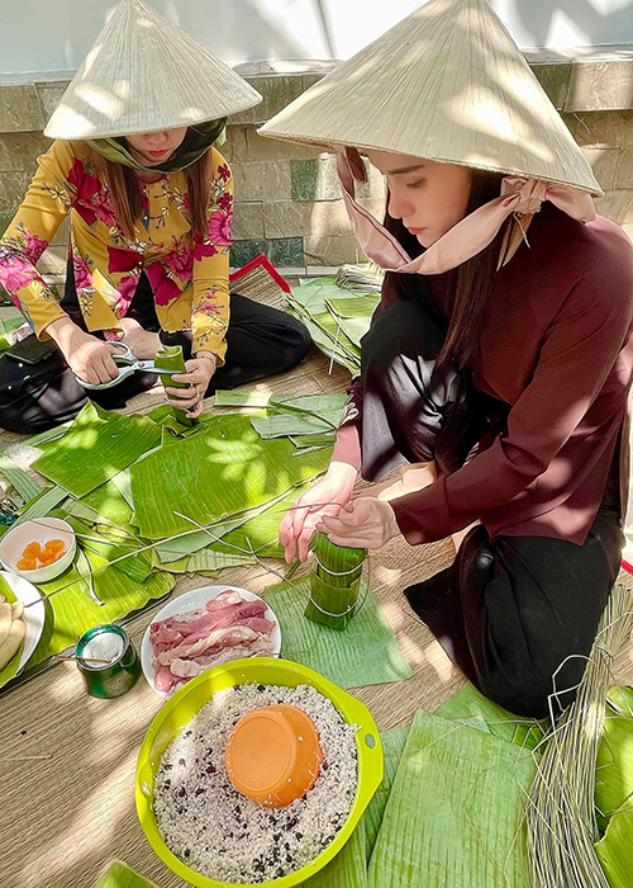 My nhan Viet goi banh chung don Tet Nguyen Dan 2021-Hinh-9