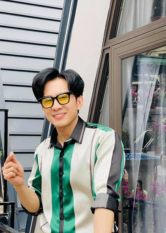 Bi hai chuyen sao Viet chay show ngay Tet-Hinh-10