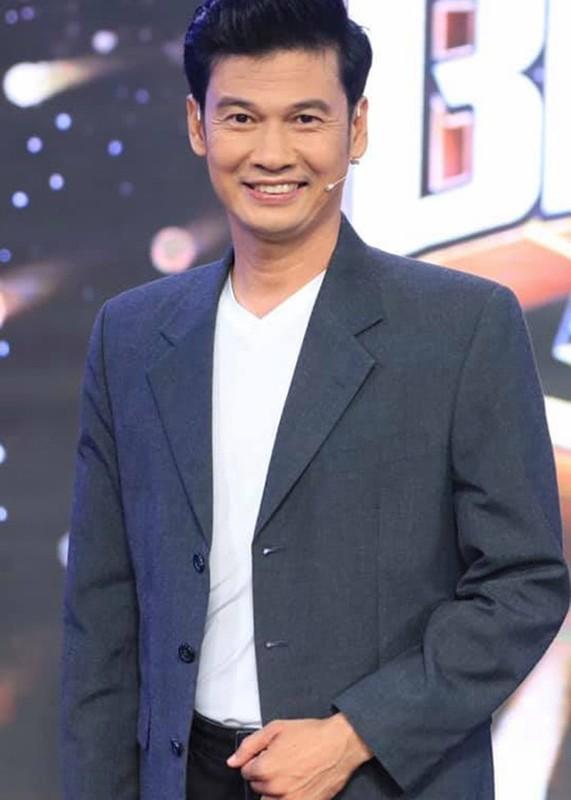 Bi hai chuyen sao Viet chay show ngay Tet-Hinh-9