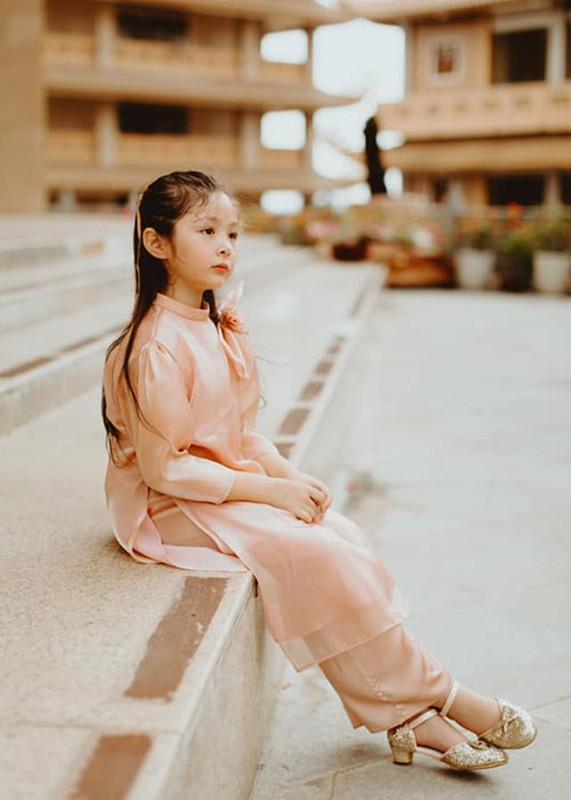 Elly Tran khoe con gai 7 tuoi phong phao, dien ao dai don Tet-Hinh-3