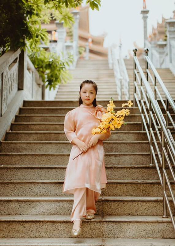 Elly Tran khoe con gai 7 tuoi phong phao, dien ao dai don Tet-Hinh-4