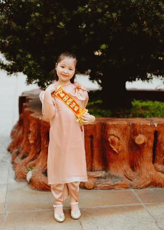 Elly Tran khoe con gai 7 tuoi phong phao, dien ao dai don Tet-Hinh-5