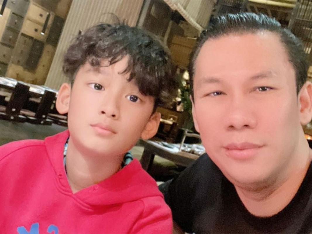 Cuoc song cua con trai Le Quyen sau khi bo me ly hon-Hinh-6