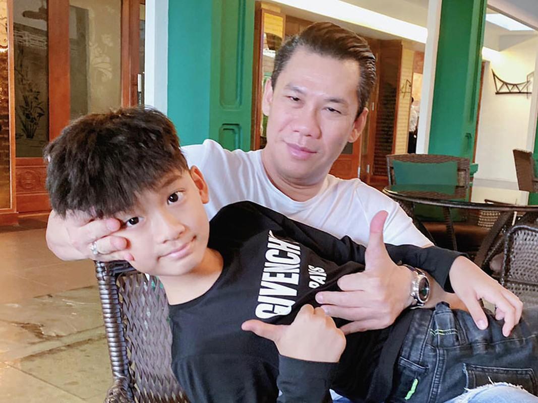 Cuoc song cua con trai Le Quyen sau khi bo me ly hon-Hinh-7
