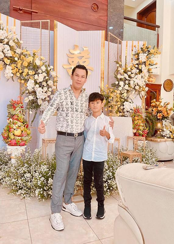 Cuoc song cua con trai Le Quyen sau khi bo me ly hon-Hinh-8