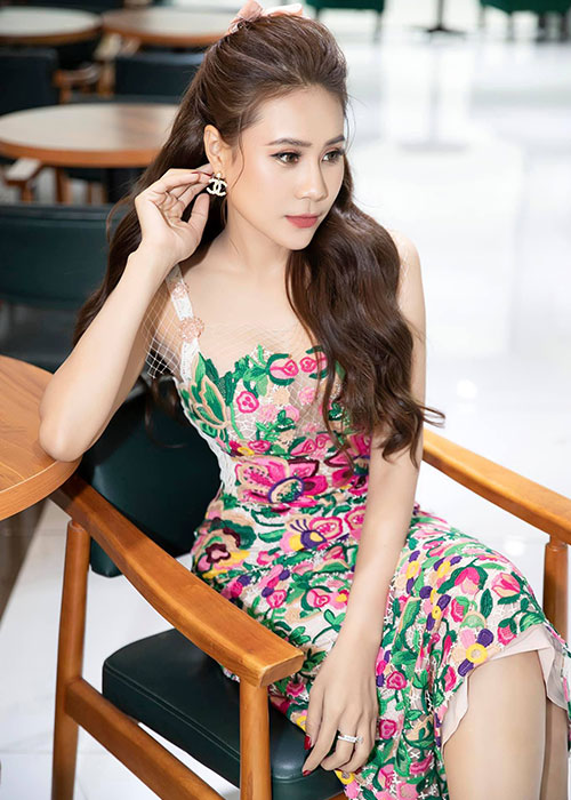 Do sac ban gai moi va dan tinh cu cua dien vien Minh Luan-Hinh-6