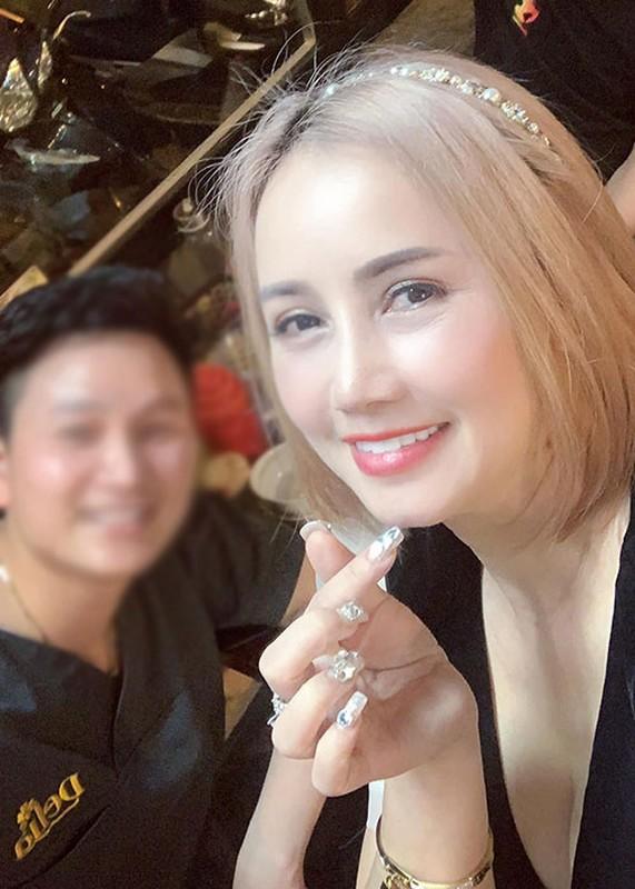 Hoang Yen cham khoe vong mot goi cam hau ly hon lan 4-Hinh-8