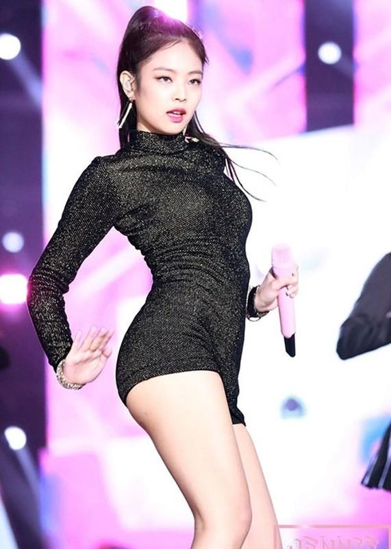 """Duong cong quyen ru gay me cua Jennie khien G-Dragon """"do guc""""-Hinh-4"""