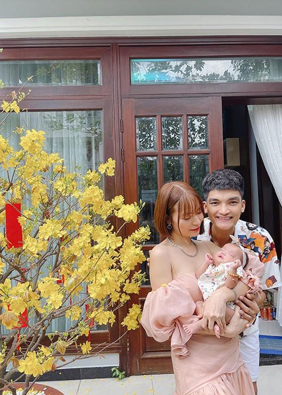 To am hanh phuc cua Mac Van Khoa ben vo hon tuoi-Hinh-11