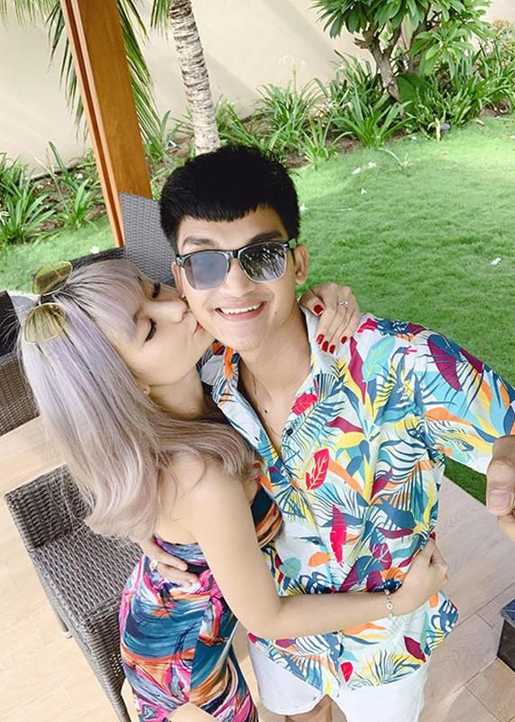 To am hanh phuc cua Mac Van Khoa ben vo hon tuoi-Hinh-3