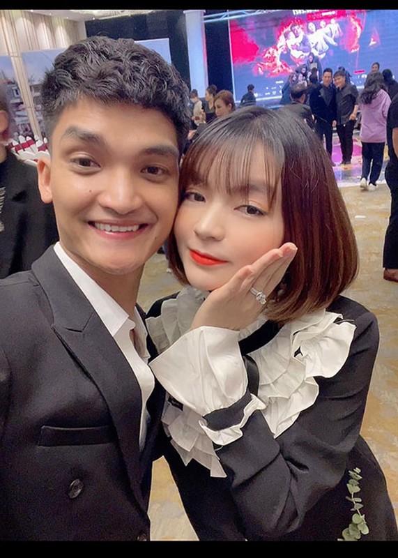 To am hanh phuc cua Mac Van Khoa ben vo hon tuoi-Hinh-4