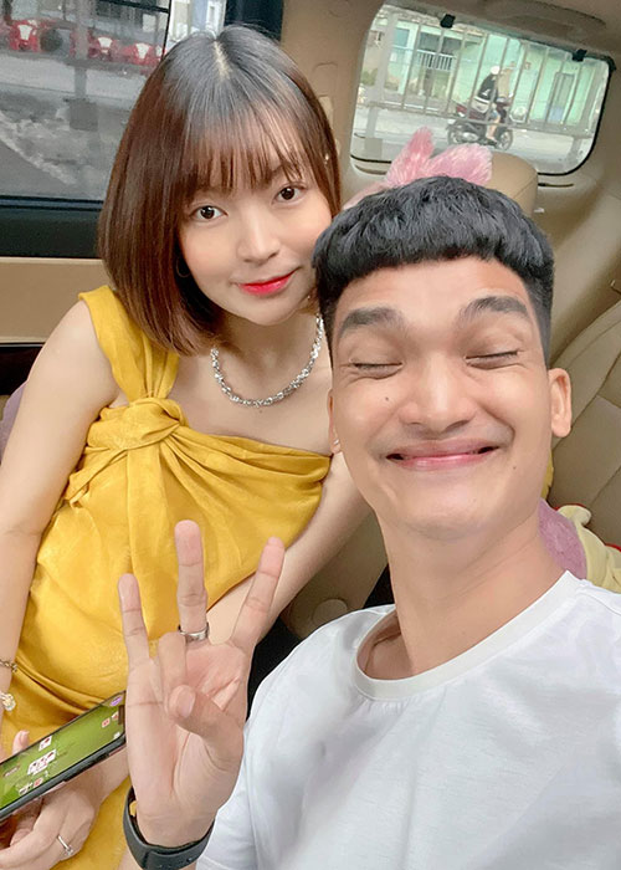 To am hanh phuc cua Mac Van Khoa ben vo hon tuoi-Hinh-5