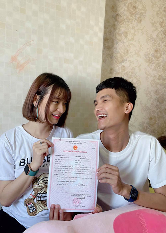 To am hanh phuc cua Mac Van Khoa ben vo hon tuoi-Hinh-6