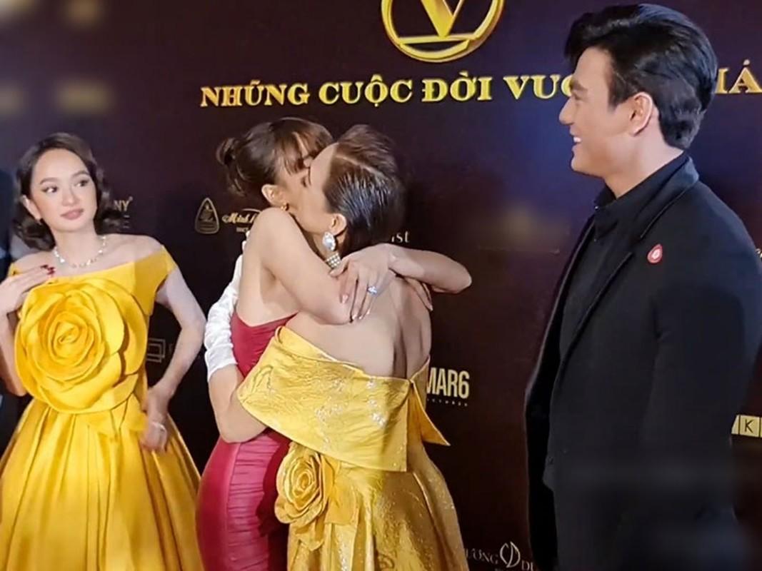 Ninh Duong Lan Ngoc goi cam xuat hien sau on ao-Hinh-4