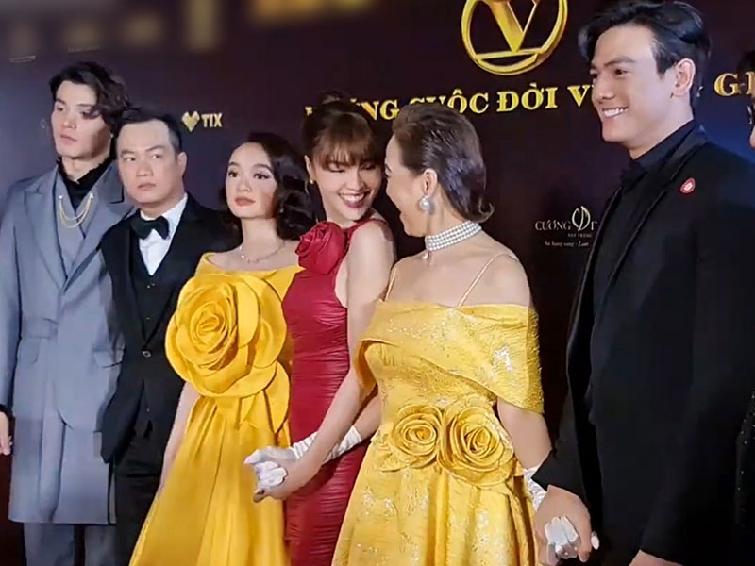 Ninh Duong Lan Ngoc goi cam xuat hien sau on ao-Hinh-6