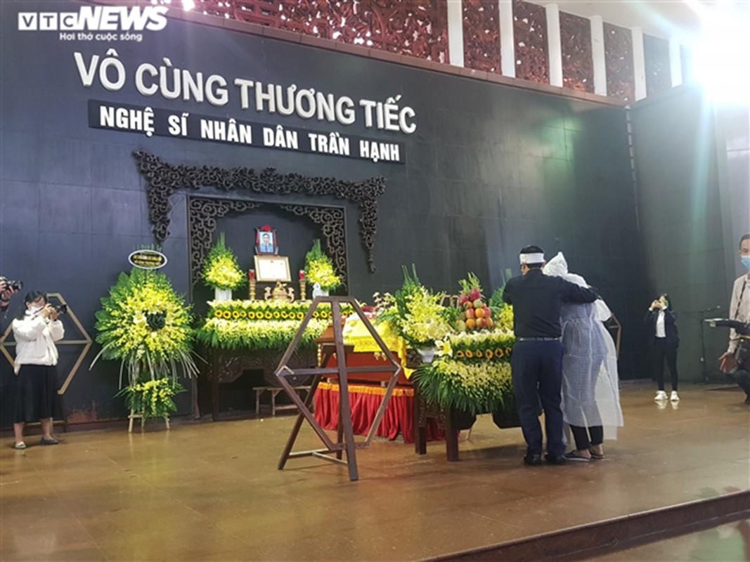 Nguoi than bat khoc, nghe si dau buon trong dam tang NSND Tran Hanh-Hinh-2