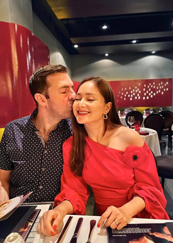 "Hon nhan cua sao nu phim ""Bo gia"" lay chong Tay cao 2m"