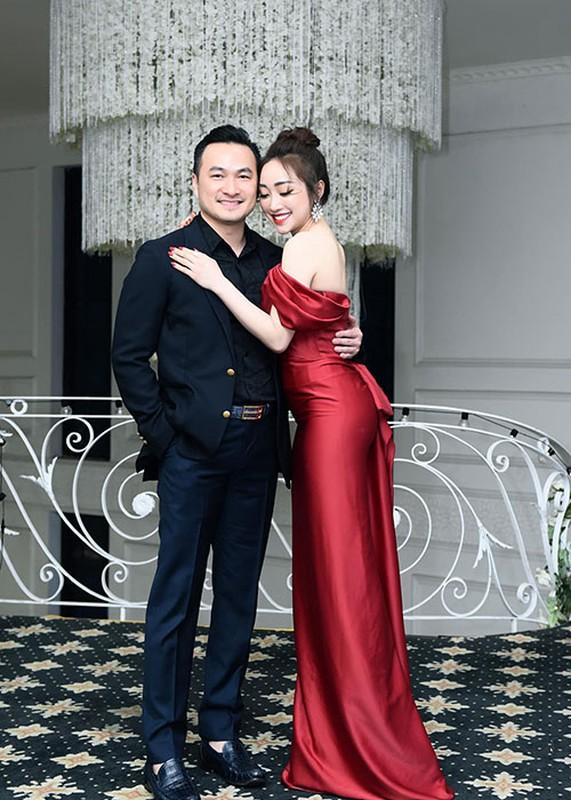 Vo kem 16 tuoi cua Chi Bao: Gioi kinh doanh, xinh dep nong bong-Hinh-2