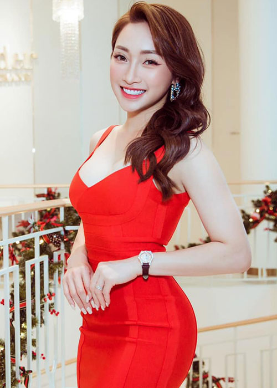 Vo kem 16 tuoi cua Chi Bao: Gioi kinh doanh, xinh dep nong bong-Hinh-4
