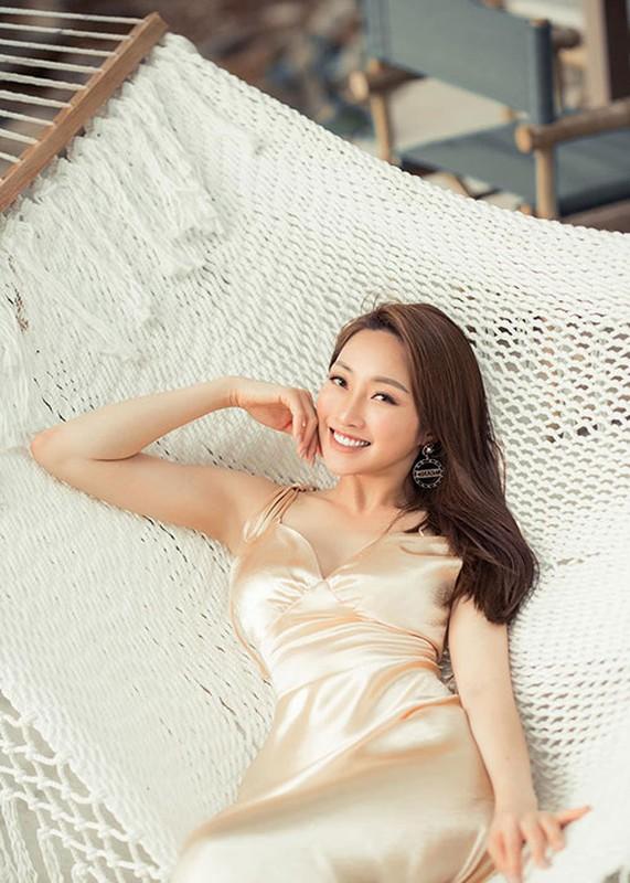 Vo kem 16 tuoi cua Chi Bao: Gioi kinh doanh, xinh dep nong bong-Hinh-7