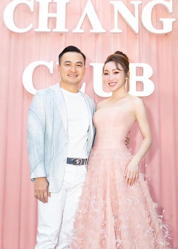 Vo kem 16 tuoi cua Chi Bao: Gioi kinh doanh, xinh dep nong bong-Hinh-9