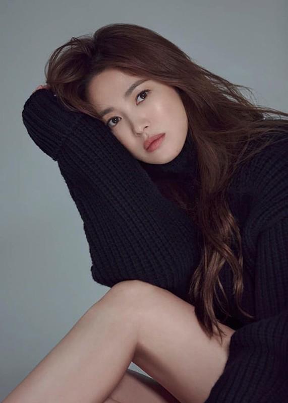 Nhan sac gay me cua Song Hye Kyo dong cap trai tre kem 11 tuoi-Hinh-6