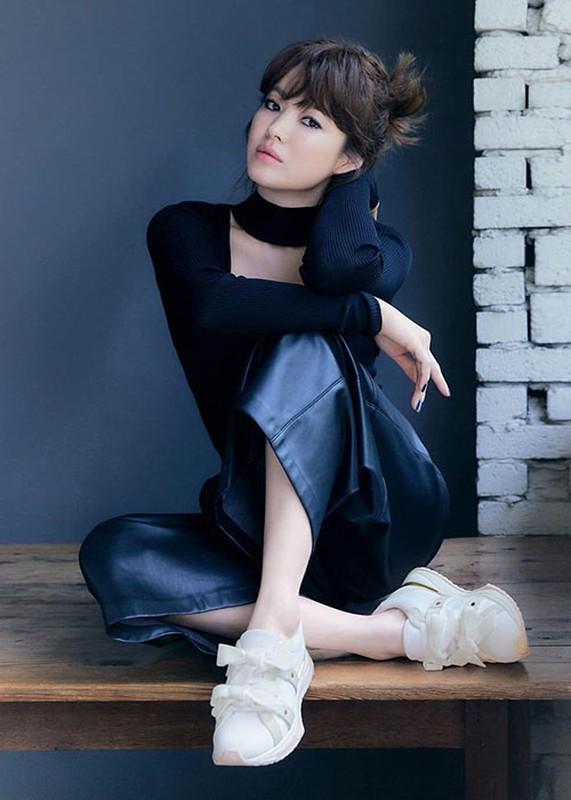 Nhan sac gay me cua Song Hye Kyo dong cap trai tre kem 11 tuoi-Hinh-7