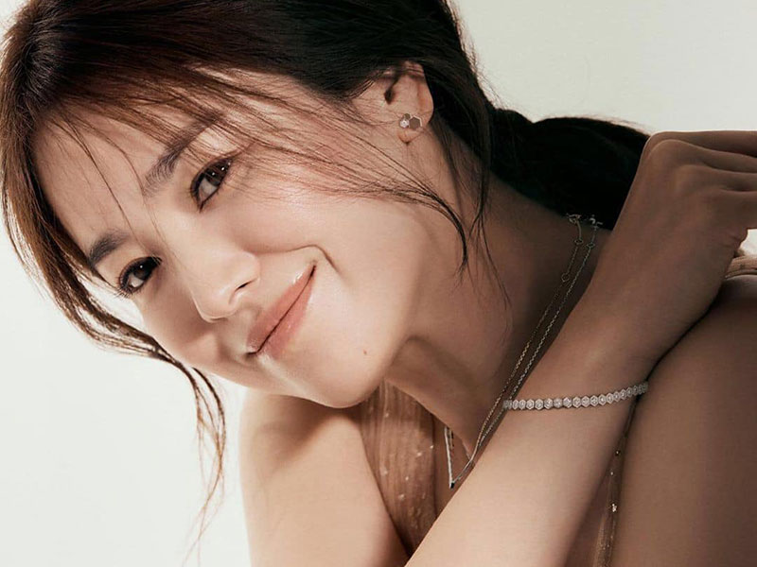 Nhan sac gay me cua Song Hye Kyo dong cap trai tre kem 11 tuoi-Hinh-8