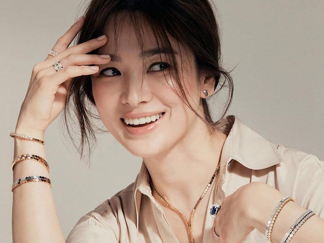 Nhan sac gay me cua Song Hye Kyo dong cap trai tre kem 11 tuoi-Hinh-9