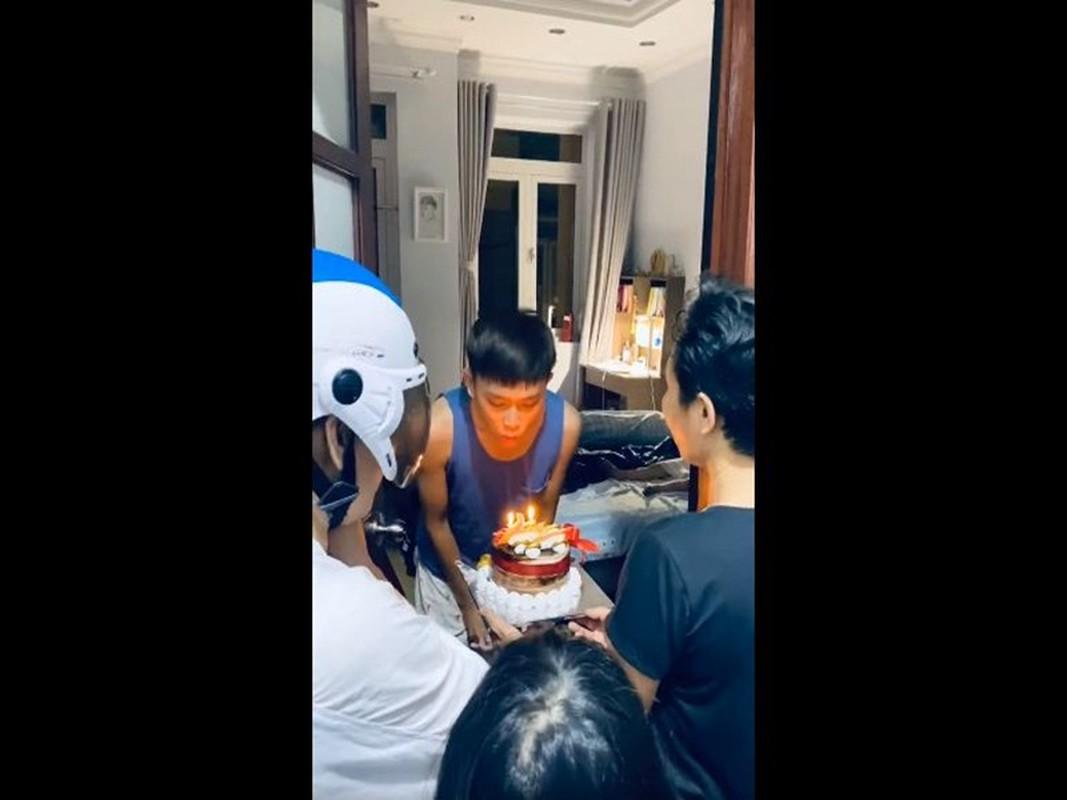Ho Van Cuong don sinh nhat 18 tuoi ben me nuoi Phi Nhung-Hinh-3
