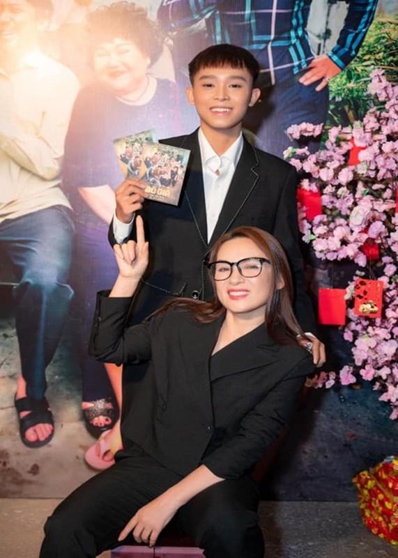 Ho Van Cuong don sinh nhat 18 tuoi ben me nuoi Phi Nhung-Hinh-9
