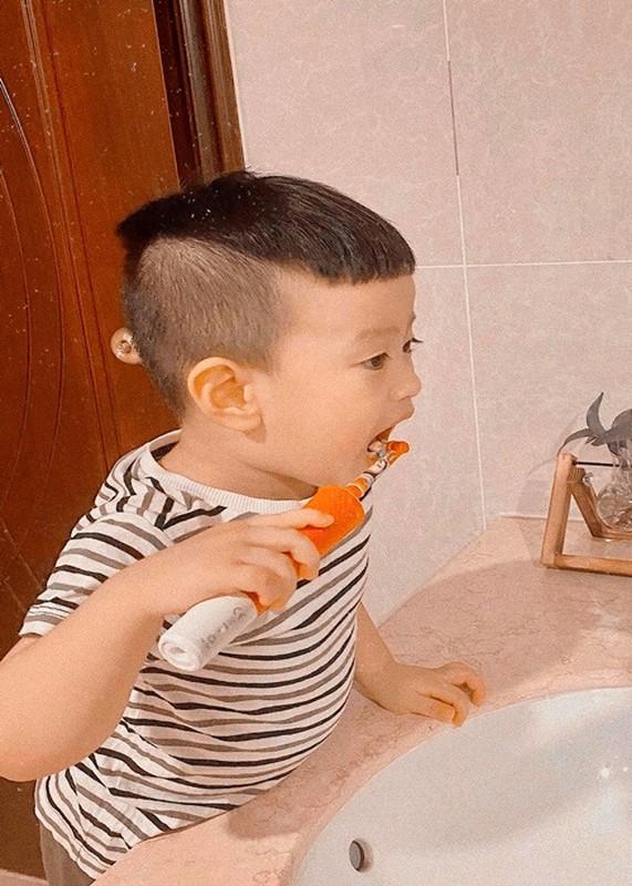 Con trai ngay cang khau khinh cua Viet Anh va vo cu thu 2-Hinh-5