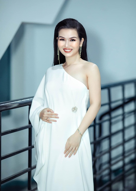 Vo Ha Tram lay chong An Do, soi nhan sac khi mang bau-Hinh-3