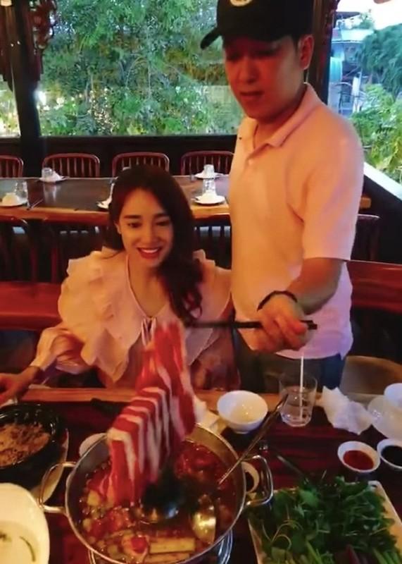Hinh anh doi thuong hanh phuc cua Truong Giang ben vo con-Hinh-7