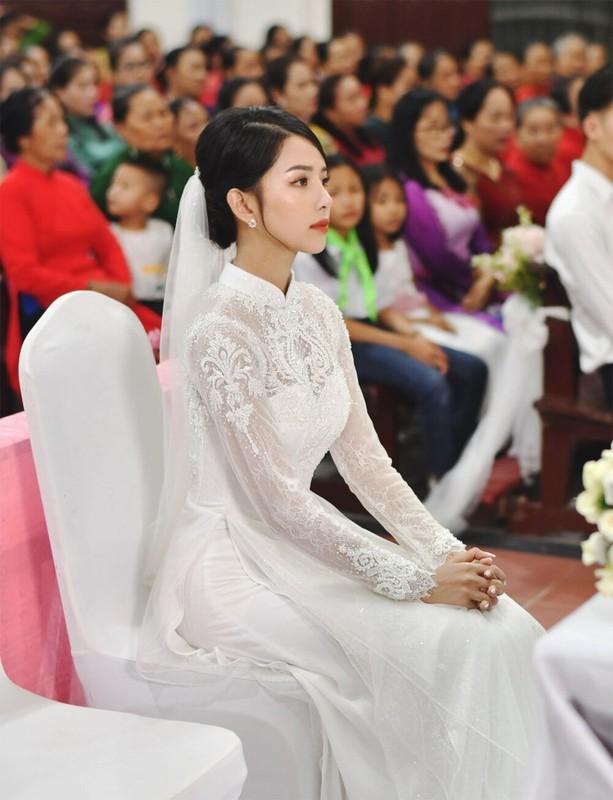 'Soi' ao cuoi vo Phan Manh Quynh dinh thu cong 8.000 vien da swarovski-Hinh-3