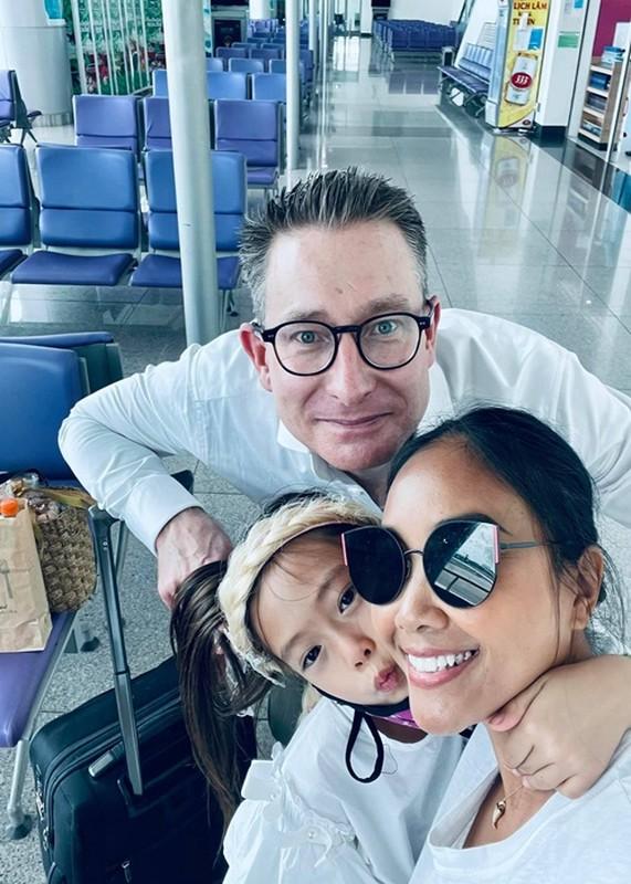Doan Trang noi tieng sao truoc khi tam roi showbiz sang Singapore dinh cu?