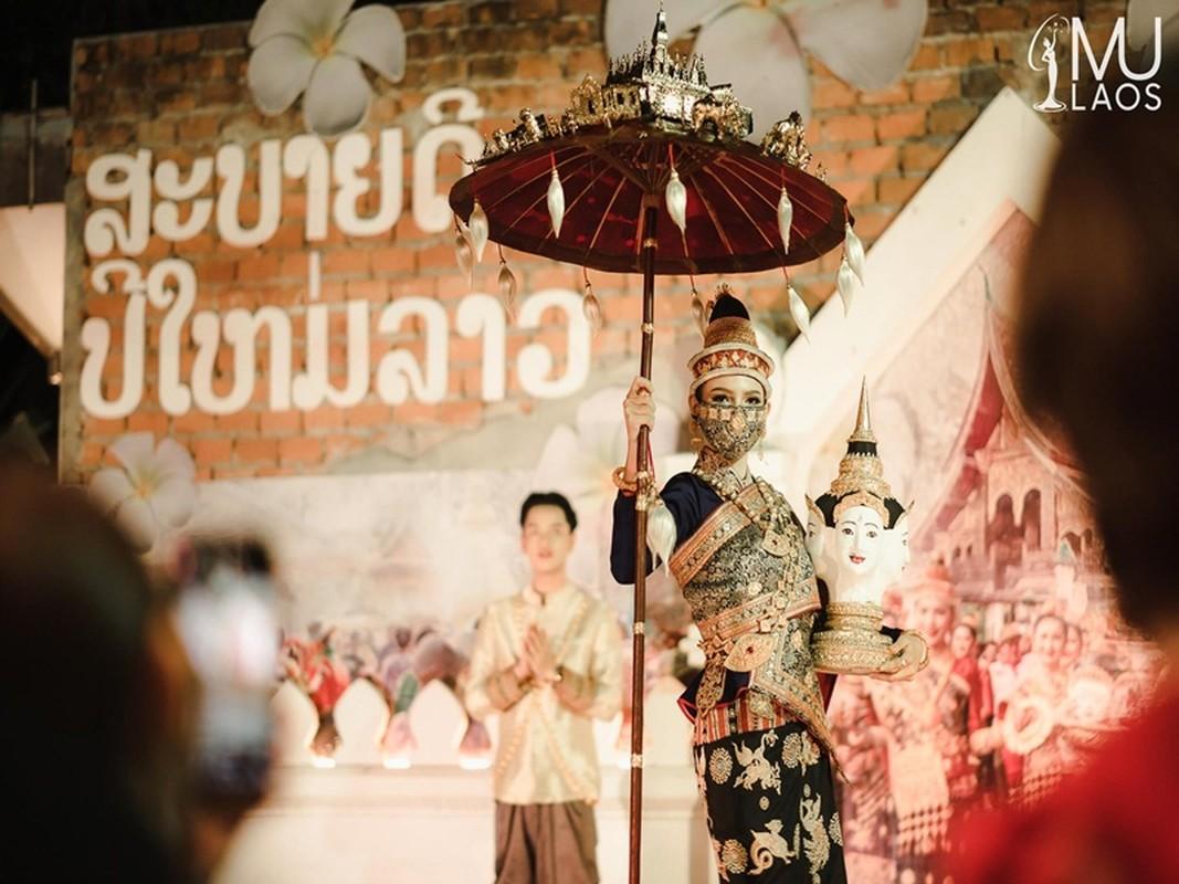 Soi quoc phuc thi Miss Universe cua Khanh Van va hai doi thu-Hinh-9