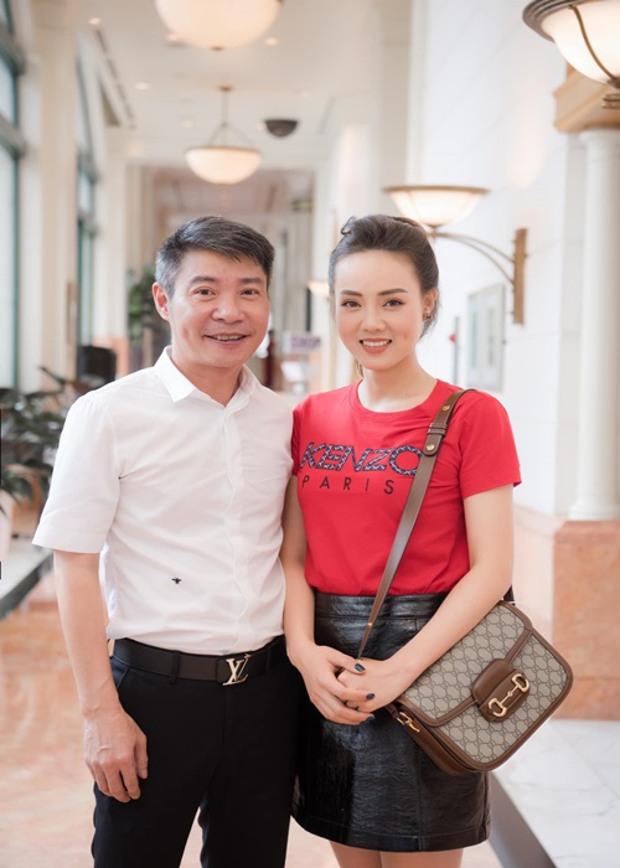 Soi cuoc song cua Cong Ly sau 5 thang cuoi vo kem 15 tuoi-Hinh-7