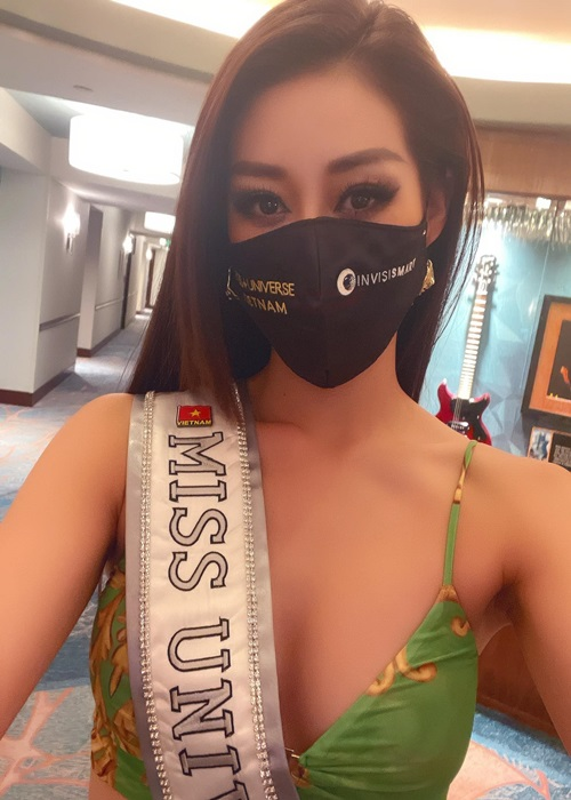 Hanh dong ghi diem cua Khanh Van voi ban cung phong o Miss Universe-Hinh-3