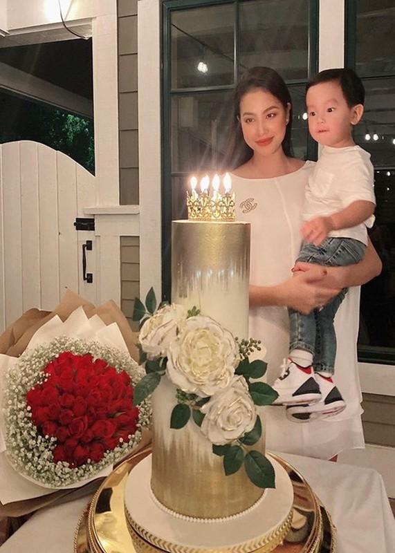 Soi cuoc song cua Pham Huong 3 nam o an sang My sinh con-Hinh-3