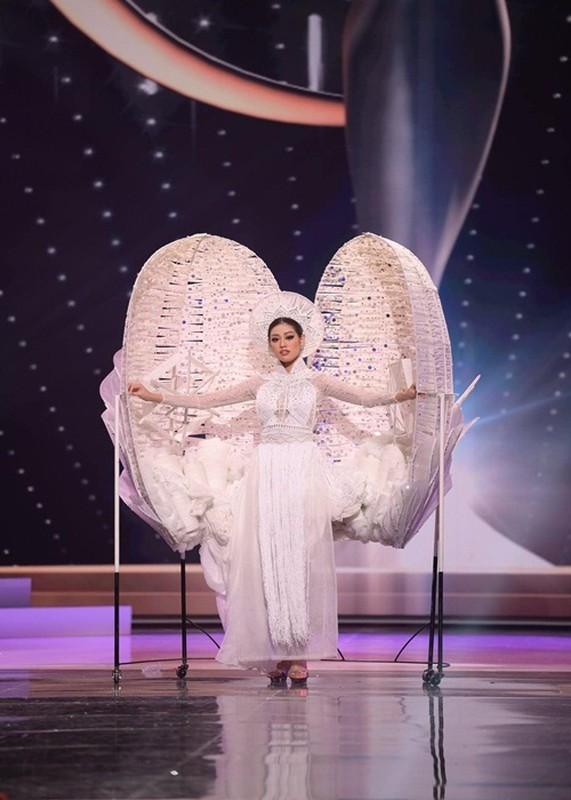 Khanh Van gap su co khi thi quoc phuc o Miss Universe-Hinh-3