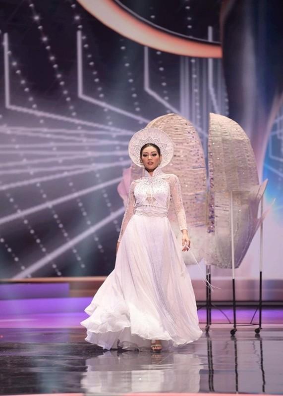 Khanh Van gap su co khi thi quoc phuc o Miss Universe-Hinh-4