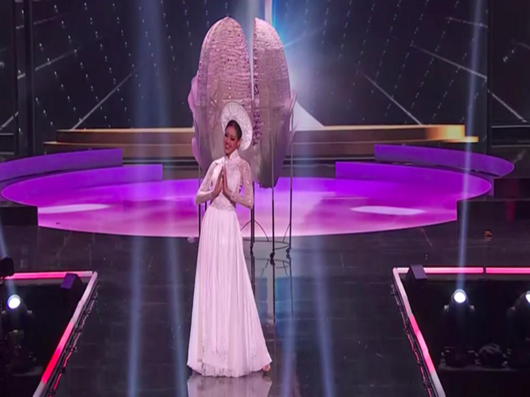 Khanh Van gap su co khi thi quoc phuc o Miss Universe-Hinh-5