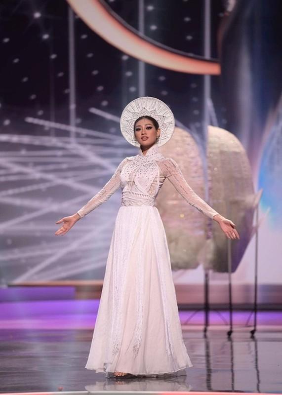 Khanh Van gap su co khi thi quoc phuc o Miss Universe-Hinh-6