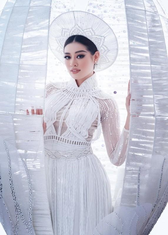 Khanh Van gap su co khi thi quoc phuc o Miss Universe-Hinh-9