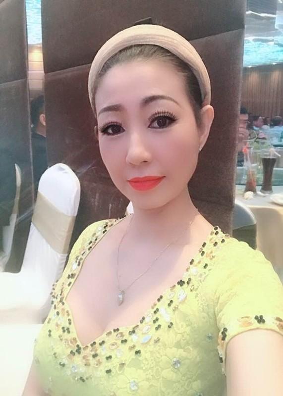 Loat sao Viet benh vuc Hoai Linh giua lum xum voi ba Phuong Hang-Hinh-3